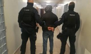 Policyjny pościg ulicami Sieradza. Agresywny 30-latek zatrzymany, miał przy sobie noże i wiatrówkę